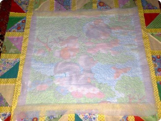 Вот такое сшилось детское одеяло. Одеяло для маленького мальчика.Но я умудрилась сюда вставить яркие лоскутики, просто захотелось одеяло сделать более радостным. фото 3