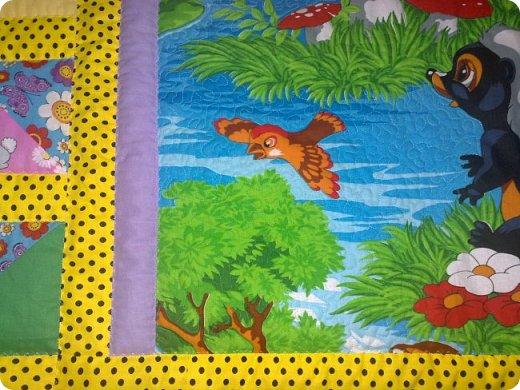 Вот такое сшилось детское одеяло. Одеяло для маленького мальчика.Но я умудрилась сюда вставить яркие лоскутики, просто захотелось одеяло сделать более радостным. фото 5