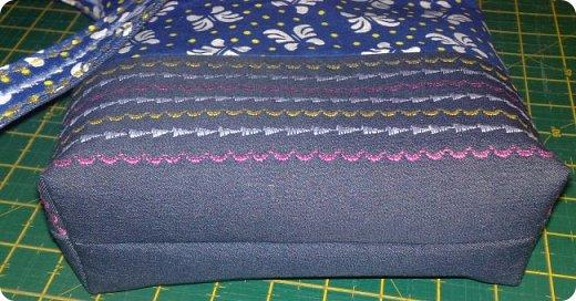Вот такое сшилось детское одеяло. Одеяло для маленького мальчика.Но я умудрилась сюда вставить яркие лоскутики, просто захотелось одеяло сделать более радостным. фото 10