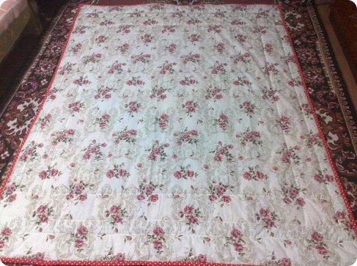 Вот такое сшилось детское одеяло. Одеяло для маленького мальчика.Но я умудрилась сюда вставить яркие лоскутики, просто захотелось одеяло сделать более радостным. фото 14