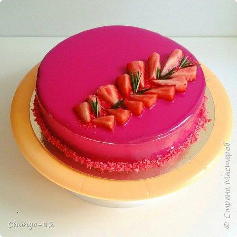 Долго я смотрела на этих красавцев....и наконец то решила рискнуть!!! Мой первый зеркальный муссовый торт!!! Это очень вкусно, необычное сочетание, аромат....мммм....вся семья урчала от удовольствия ))) фото 1