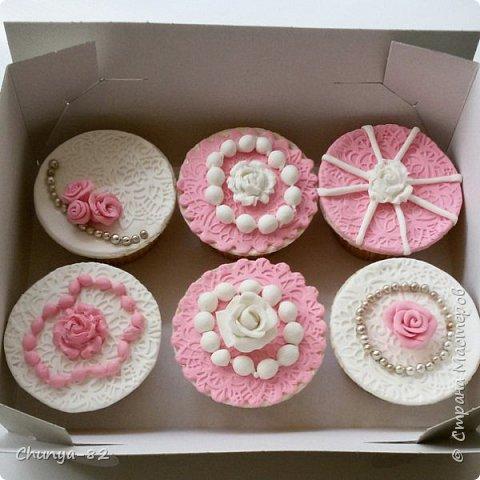Долго я смотрела на этих красавцев....и наконец то решила рискнуть!!! Мой первый зеркальный муссовый торт!!! Это очень вкусно, необычное сочетание, аромат....мммм....вся семья урчала от удовольствия ))) фото 27