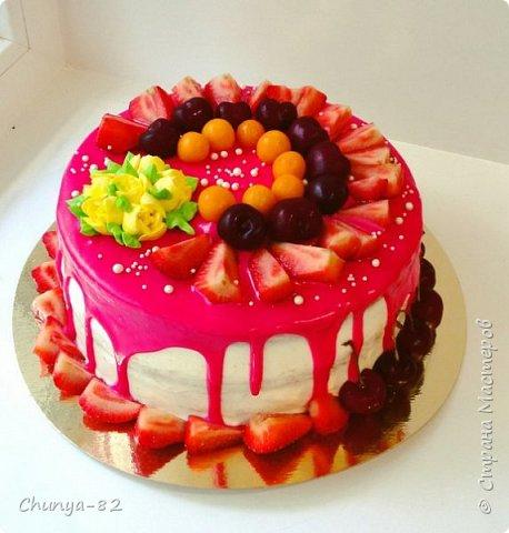 Долго я смотрела на этих красавцев....и наконец то решила рискнуть!!! Мой первый зеркальный муссовый торт!!! Это очень вкусно, необычное сочетание, аромат....мммм....вся семья урчала от удовольствия ))) фото 7