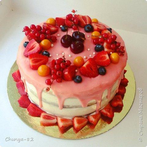 Долго я смотрела на этих красавцев....и наконец то решила рискнуть!!! Мой первый зеркальный муссовый торт!!! Это очень вкусно, необычное сочетание, аромат....мммм....вся семья урчала от удовольствия ))) фото 13