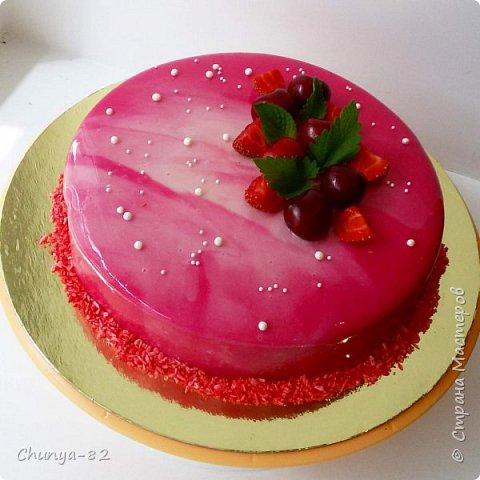 Долго я смотрела на этих красавцев....и наконец то решила рискнуть!!! Мой первый зеркальный муссовый торт!!! Это очень вкусно, необычное сочетание, аромат....мммм....вся семья урчала от удовольствия ))) фото 15