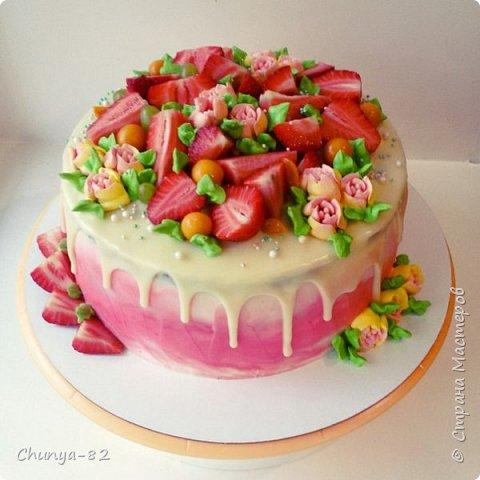 Долго я смотрела на этих красавцев....и наконец то решила рискнуть!!! Мой первый зеркальный муссовый торт!!! Это очень вкусно, необычное сочетание, аромат....мммм....вся семья урчала от удовольствия ))) фото 18