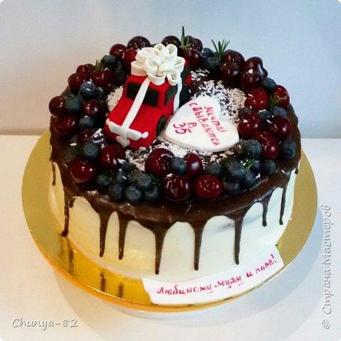 Долго я смотрела на этих красавцев....и наконец то решила рискнуть!!! Мой первый зеркальный муссовый торт!!! Это очень вкусно, необычное сочетание, аромат....мммм....вся семья урчала от удовольствия ))) фото 19