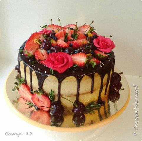 Долго я смотрела на этих красавцев....и наконец то решила рискнуть!!! Мой первый зеркальный муссовый торт!!! Это очень вкусно, необычное сочетание, аромат....мммм....вся семья урчала от удовольствия ))) фото 20