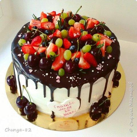 Долго я смотрела на этих красавцев....и наконец то решила рискнуть!!! Мой первый зеркальный муссовый торт!!! Это очень вкусно, необычное сочетание, аромат....мммм....вся семья урчала от удовольствия ))) фото 22