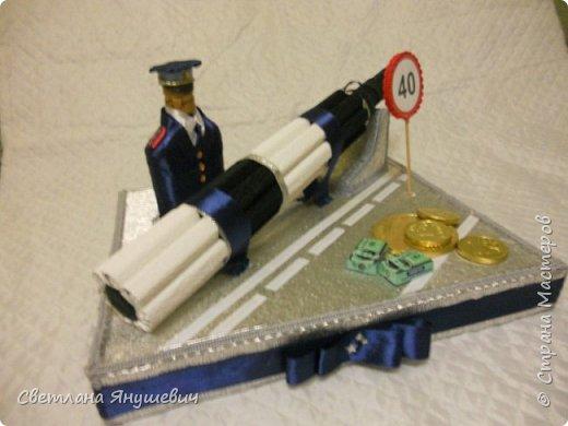 Эта композиция была сделана для полковника полиции.  Погоны - шоколад Вдохновение,  Фигура полицейского - коньяк.  Фуражка оформлена конфетами Бабаквские 28 штук. фото 5