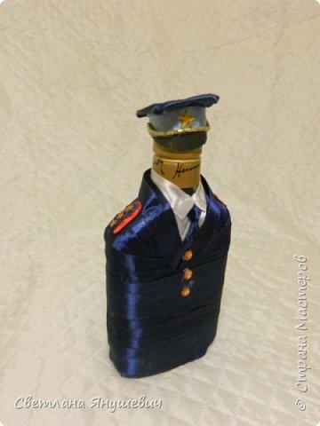 Эта композиция была сделана для полковника полиции.  Погоны - шоколад Вдохновение,  Фигура полицейского - коньяк.  Фуражка оформлена конфетами Бабаквские 28 штук. фото 8