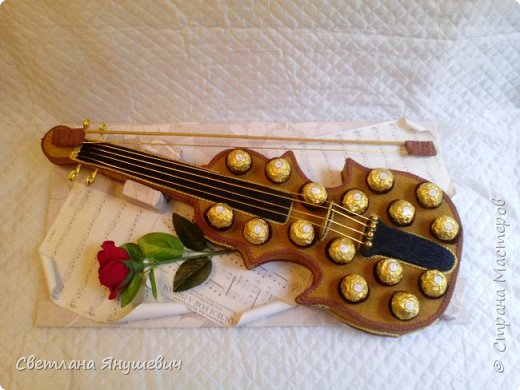 Скрипочка для настрящего музыканта.  Делала я ее с помощью МК Натальи Пецкус.  фото 2