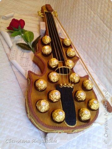 Скрипочка для настрящего музыканта.  Делала я ее с помощью МК Натальи Пецкус.  фото 3