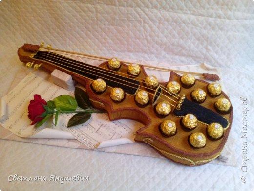 Скрипочка для настрящего музыканта.  Делала я ее с помощью МК Натальи Пецкус.  фото 1
