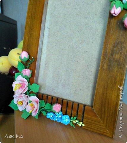 Давно пылилась подаренная фоторамка, довольно массивная и скучная. Пришло время, и на ней распустились цветы! фото 4