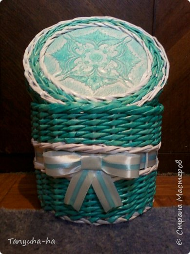 Моя первая шкатулка, красила краской для яиц, на крышке обои под покраску. фото 2