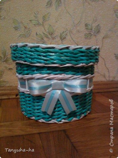 Моя первая шкатулка, красила краской для яиц, на крышке обои под покраску. фото 1