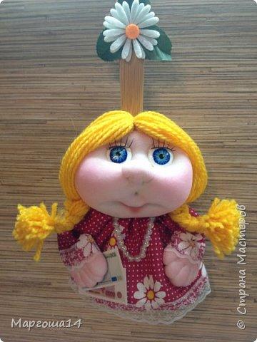 Привет всем!!! Это домовой Васенька))) Глазки сделаны из пуговиц. Васенька не каркасная куколка. Он может стоять(правда,опираясь),сидеть и даже висеть ( в волосах петелька) фото 9