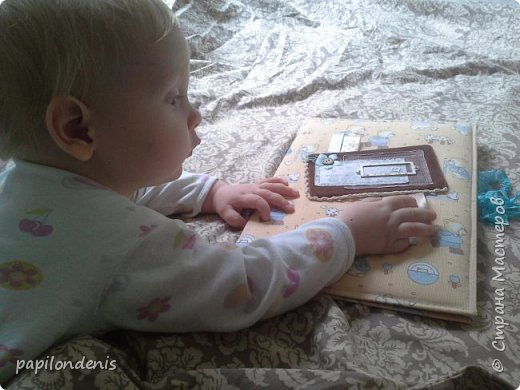 Добрый день.  Для подарка бабушке сделала папку с фотографиями малыша. фото 5