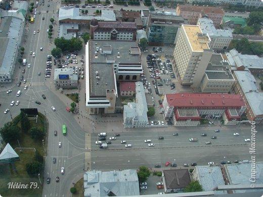 Здравствуйте, дорогие жители нашей прекрасной СМ! Приглашаю ВАС полюбоваться на город Екатеринбург с высоты птичьего полёта.  Открытая смотровая площадка расположена на небоскрёбе  «Высоцкий» на 52 этаже- на высоте 186 метров.  фото 3