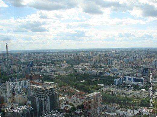 Здравствуйте, дорогие жители нашей прекрасной СМ! Приглашаю ВАС полюбоваться на город Екатеринбург с высоты птичьего полёта.  Открытая смотровая площадка расположена на небоскрёбе  «Высоцкий» на 52 этаже- на высоте 186 метров.  фото 4
