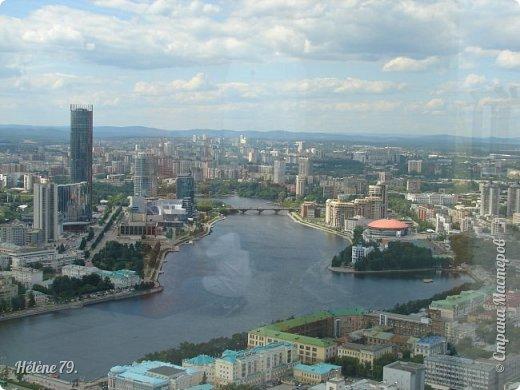 Здравствуйте, дорогие жители нашей прекрасной СМ! Приглашаю ВАС полюбоваться на город Екатеринбург с высоты птичьего полёта.  Открытая смотровая площадка расположена на небоскрёбе  «Высоцкий» на 52 этаже- на высоте 186 метров.  фото 5