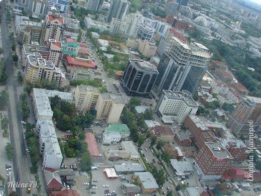 Здравствуйте, дорогие жители нашей прекрасной СМ! Приглашаю ВАС полюбоваться на город Екатеринбург с высоты птичьего полёта.  Открытая смотровая площадка расположена на небоскрёбе  «Высоцкий» на 52 этаже- на высоте 186 метров.  фото 7