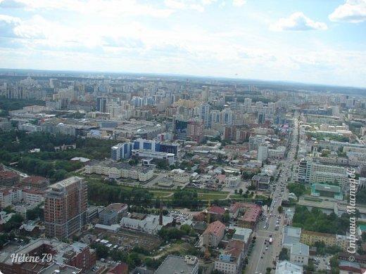 Здравствуйте, дорогие жители нашей прекрасной СМ! Приглашаю ВАС полюбоваться на город Екатеринбург с высоты птичьего полёта.  Открытая смотровая площадка расположена на небоскрёбе  «Высоцкий» на 52 этаже- на высоте 186 метров.  фото 8