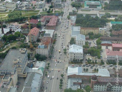 Здравствуйте, дорогие жители нашей прекрасной СМ! Приглашаю ВАС полюбоваться на город Екатеринбург с высоты птичьего полёта.  Открытая смотровая площадка расположена на небоскрёбе  «Высоцкий» на 52 этаже- на высоте 186 метров.  фото 9