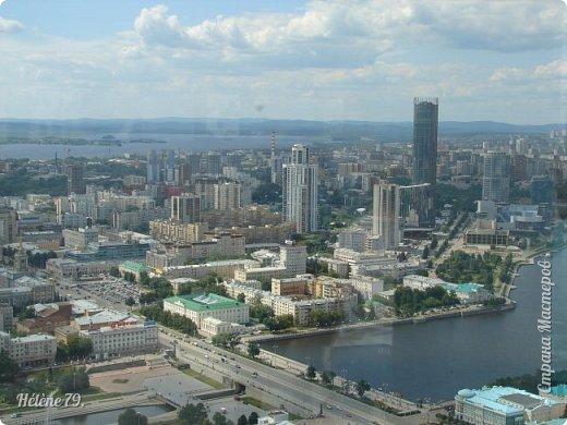 Здравствуйте, дорогие жители нашей прекрасной СМ! Приглашаю ВАС полюбоваться на город Екатеринбург с высоты птичьего полёта.  Открытая смотровая площадка расположена на небоскрёбе  «Высоцкий» на 52 этаже- на высоте 186 метров.  фото 10
