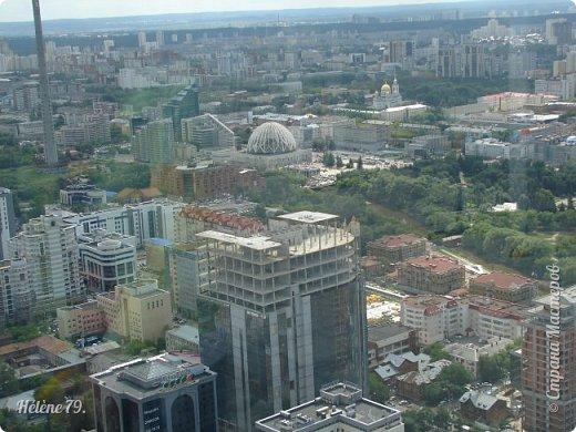 Здравствуйте, дорогие жители нашей прекрасной СМ! Приглашаю ВАС полюбоваться на город Екатеринбург с высоты птичьего полёта.  Открытая смотровая площадка расположена на небоскрёбе  «Высоцкий» на 52 этаже- на высоте 186 метров.  фото 11