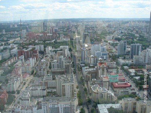 Здравствуйте, дорогие жители нашей прекрасной СМ! Приглашаю ВАС полюбоваться на город Екатеринбург с высоты птичьего полёта.  Открытая смотровая площадка расположена на небоскрёбе  «Высоцкий» на 52 этаже- на высоте 186 метров.  фото 12