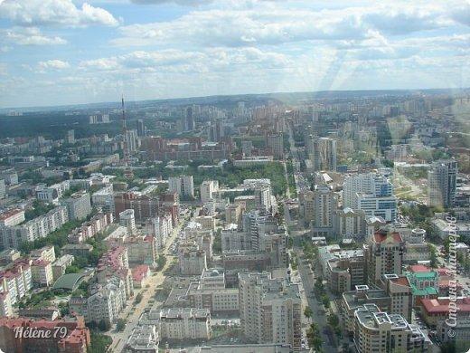 Здравствуйте, дорогие жители нашей прекрасной СМ! Приглашаю ВАС полюбоваться на город Екатеринбург с высоты птичьего полёта.  Открытая смотровая площадка расположена на небоскрёбе  «Высоцкий» на 52 этаже- на высоте 186 метров.  фото 13