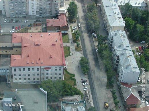 Здравствуйте, дорогие жители нашей прекрасной СМ! Приглашаю ВАС полюбоваться на город Екатеринбург с высоты птичьего полёта.  Открытая смотровая площадка расположена на небоскрёбе  «Высоцкий» на 52 этаже- на высоте 186 метров.  фото 14
