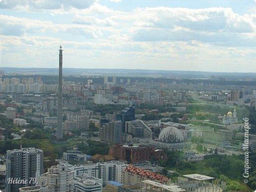 Здравствуйте, дорогие жители нашей прекрасной СМ! Приглашаю ВАС полюбоваться на город Екатеринбург с высоты птичьего полёта.  Открытая смотровая площадка расположена на небоскрёбе  «Высоцкий» на 52 этаже- на высоте 186 метров.  фото 15