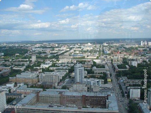 Здравствуйте, дорогие жители нашей прекрасной СМ! Приглашаю ВАС полюбоваться на город Екатеринбург с высоты птичьего полёта.  Открытая смотровая площадка расположена на небоскрёбе  «Высоцкий» на 52 этаже- на высоте 186 метров.  фото 21