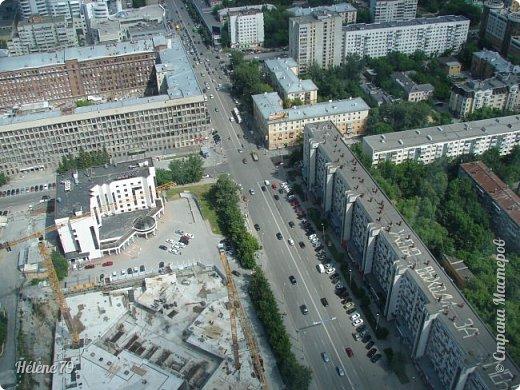 Здравствуйте, дорогие жители нашей прекрасной СМ! Приглашаю ВАС полюбоваться на город Екатеринбург с высоты птичьего полёта.  Открытая смотровая площадка расположена на небоскрёбе  «Высоцкий» на 52 этаже- на высоте 186 метров.  фото 19