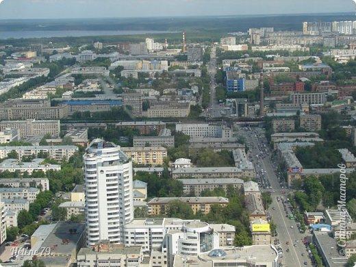 Здравствуйте, дорогие жители нашей прекрасной СМ! Приглашаю ВАС полюбоваться на город Екатеринбург с высоты птичьего полёта.  Открытая смотровая площадка расположена на небоскрёбе  «Высоцкий» на 52 этаже- на высоте 186 метров.  фото 22
