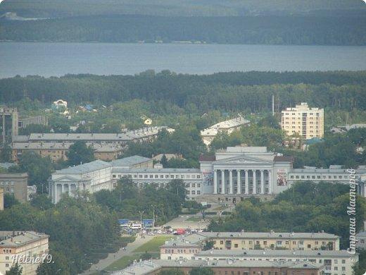 Здравствуйте, дорогие жители нашей прекрасной СМ! Приглашаю ВАС полюбоваться на город Екатеринбург с высоты птичьего полёта.  Открытая смотровая площадка расположена на небоскрёбе  «Высоцкий» на 52 этаже- на высоте 186 метров.  фото 23
