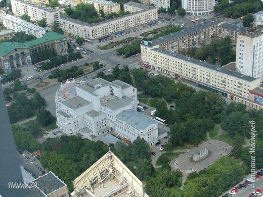 Здравствуйте, дорогие жители нашей прекрасной СМ! Приглашаю ВАС полюбоваться на город Екатеринбург с высоты птичьего полёта.  Открытая смотровая площадка расположена на небоскрёбе  «Высоцкий» на 52 этаже- на высоте 186 метров.  фото 25