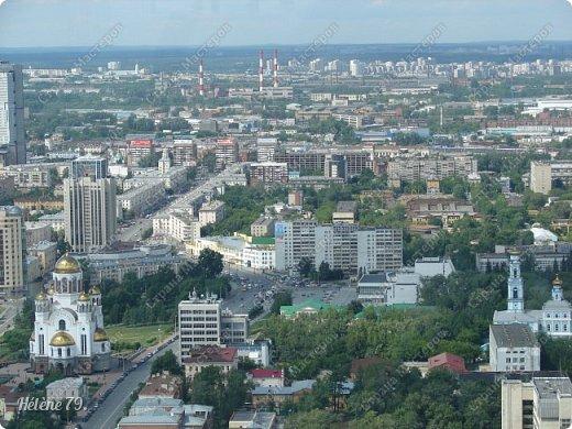 Здравствуйте, дорогие жители нашей прекрасной СМ! Приглашаю ВАС полюбоваться на город Екатеринбург с высоты птичьего полёта.  Открытая смотровая площадка расположена на небоскрёбе  «Высоцкий» на 52 этаже- на высоте 186 метров.  фото 27