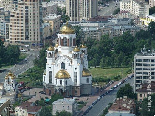 Здравствуйте, дорогие жители нашей прекрасной СМ! Приглашаю ВАС полюбоваться на город Екатеринбург с высоты птичьего полёта.  Открытая смотровая площадка расположена на небоскрёбе  «Высоцкий» на 52 этаже- на высоте 186 метров.  фото 28