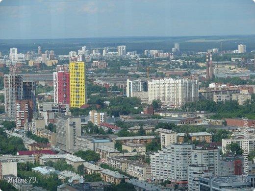 Здравствуйте, дорогие жители нашей прекрасной СМ! Приглашаю ВАС полюбоваться на город Екатеринбург с высоты птичьего полёта.  Открытая смотровая площадка расположена на небоскрёбе  «Высоцкий» на 52 этаже- на высоте 186 метров.  фото 30
