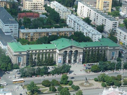 Здравствуйте, дорогие жители нашей прекрасной СМ! Приглашаю ВАС полюбоваться на город Екатеринбург с высоты птичьего полёта.  Открытая смотровая площадка расположена на небоскрёбе  «Высоцкий» на 52 этаже- на высоте 186 метров.  фото 32