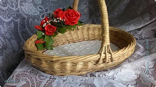 """Корзинка №1.Лепили цветы из глины """"Mоdena Soft"""",а листья из глины """"Fleur"""".Плетение-верёвочка из 2-х трубочек.Загибка из 4-х трубочек. фото 1"""