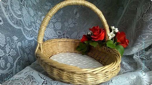 """Корзинка №1.Лепили цветы из глины """"Mоdena Soft"""",а листья из глины """"Fleur"""".Плетение-верёвочка из 2-х трубочек.Загибка из 4-х трубочек. фото 3"""
