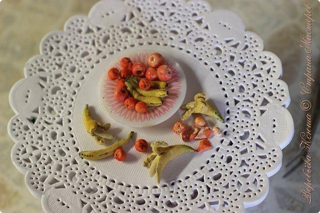 Доброго времени суток. В моём новом блоге я хочу вам показать миниатюрную еду и посуду для кукол из паперклея. Которую я делала в конце учебного года. Некоторую еду делала моя мама. Посуды немного. Две чайные ложечки, две тарелочки и кружка. фото 8