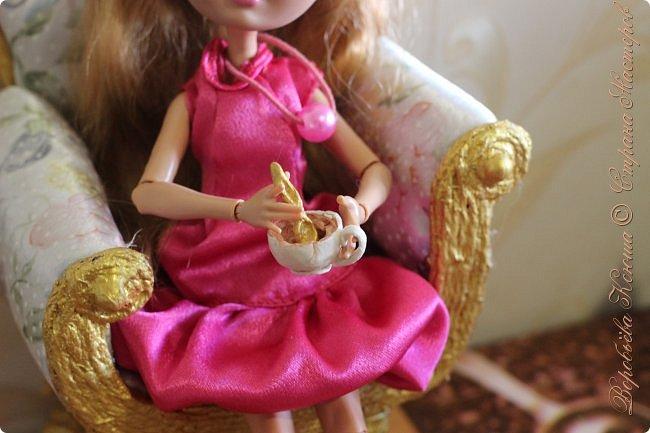 Доброго времени суток. В моём новом блоге я хочу вам показать миниатюрную еду и посуду для кукол из паперклея. Которую я делала в конце учебного года. Некоторую еду делала моя мама. Посуды немного. Две чайные ложечки, две тарелочки и кружка. фото 17