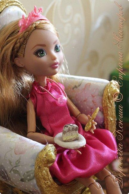 Доброго времени суток. В моём новом блоге я хочу вам показать миниатюрную еду и посуду для кукол из паперклея. Которую я делала в конце учебного года. Некоторую еду делала моя мама. Посуды немного. Две чайные ложечки, две тарелочки и кружка. фото 15