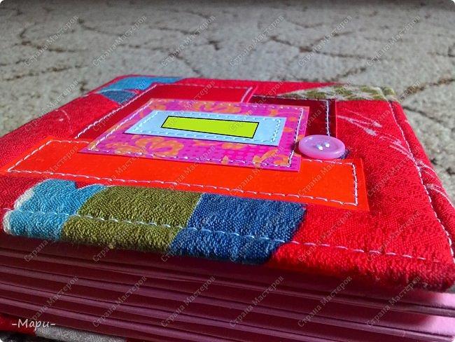 Привет, Стана Мастеров! Это продолжение серии альбом для хранения дисков с семейными фото, их будет еще несколько. Первый семейный http://stranamasterov.ru/node/1031662 . Альбом 12,5*12,5, корешок 3,5, 5 разворотов, вмещает 10 дисков, переплет: прошитый на швейной машинке, обложка тканная: хлопок. фото 3